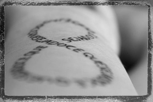 Por que a tatuagem preta pode ficar esverdeada depois de cicatrizada?