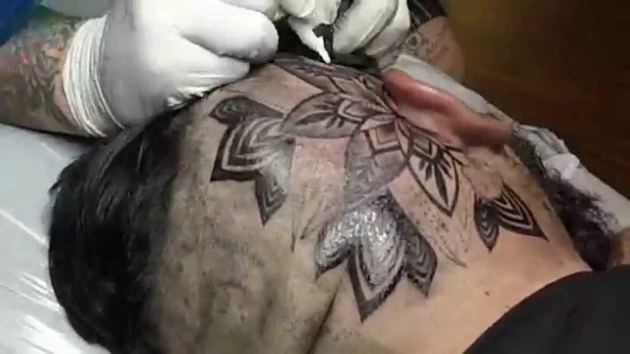 Como fazer uma tatuagem na cabeça de forma eficiente e tranquila?