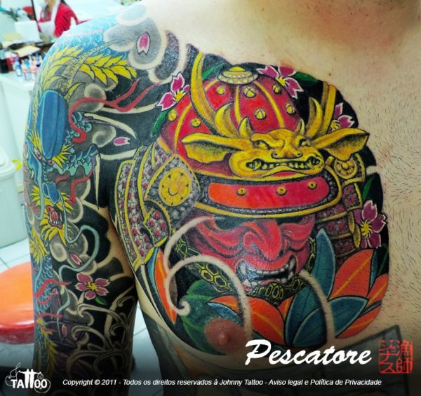 Como usar as tintas para um efeito dourado na tatuagem?