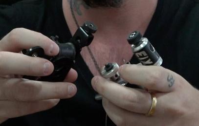 Qual a diferença entre a Máquina de Bobina e a Máquina Rotativa de Tatuagem?